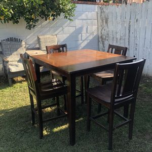 """Dining Tablewith 4 Chairs Tall 26"""" Long 42"""" Wide 42"""" for Sale in Rancho Cucamonga, CA"""