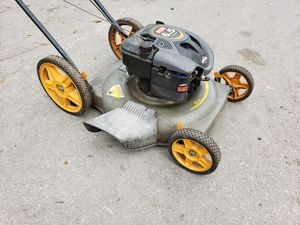 "Lawn Mower 6.5hp 22""cut big wheel in the back for Sale in Miami, FL"