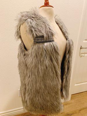 Fur vest size S for Sale in Montclair, CA