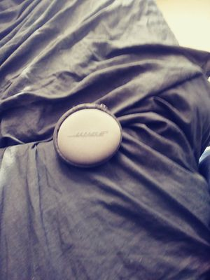 Bose soundbuds replacment cover and pouch only for Sale in Chicago, IL