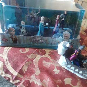 Disney Frozen Figurine Set & Sleigh for Sale in Southampton, PA