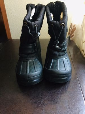 Kids snow boots size 8 for Sale in Lincoln Acres, CA