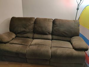 Brown Recliner sofa include additional couch pillows! for Sale in Chicago, IL