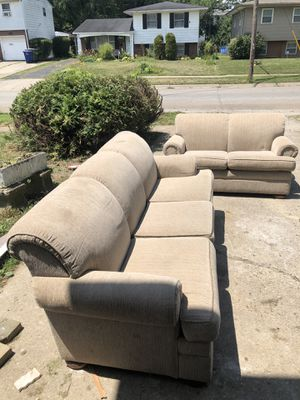 Nice gently used sofa and love seat couch set. Only askin $250!! for Sale in Obetz, OH