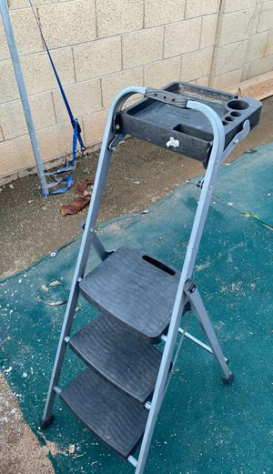 Step ladder by Rubbermaid for Sale in Phoenix, AZ
