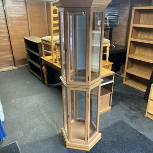 Curio Cabinet for Sale in Newburgh Heights, OH