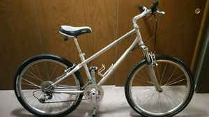 Giant aluminum frame mountain bike size small to medium 24-speed 26in wheel for Sale in Gig Harbor, WA
