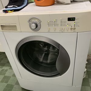 Frigidaire Front Loading Heavy Duty Washer Machine for Sale in Los Angeles, CA