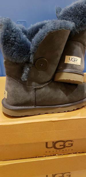 UGGS navy Bailey button for Sale in San Francisco, CA
