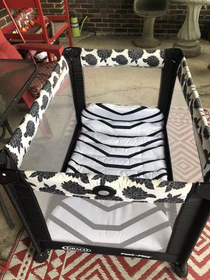 Play pen and changing table for Sale in Murfreesboro, TN