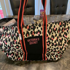 Victoria Secret Tote Weekend Bag Very Big Brand New $40 for Sale in Lake Elsinore, CA