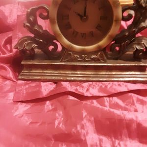Vintage mantel clock, Battery Operated for Sale in Akron, OH