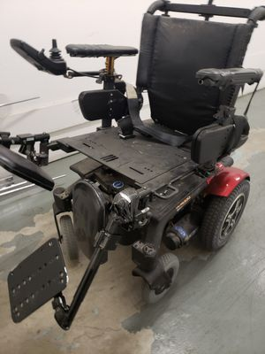 QUANTUM ELECTRIC WHEELCHAIR IN GREAT WORKING CONDITIONS ALL YOU NEED IS JUST A CHARGER AND A LITTLE BIT OF WORK ON IT ONLY $255.00 for Sale in Torrance, CA