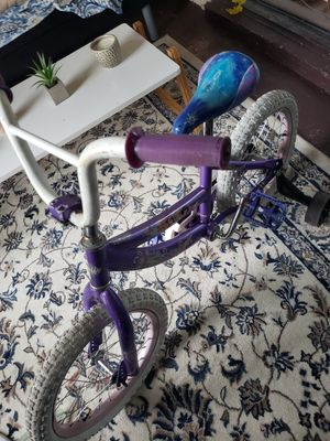 16 inch tires girl princess bike for Sale in Kissimmee, FL