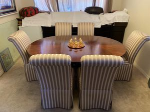 Round wooden dining table with 6 padded chairs and leaf very good condition comes with chairs cover 75 inch long with extension on 29 inch height for Sale in Las Vegas, NV