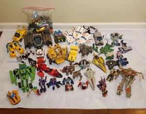 Transformers Action Figure Toys - Big Lot - Parts and Pieces for Sale in Riverview, FL