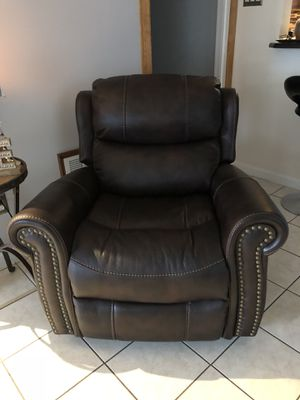 Recliner Chair Like New for Sale in Philadelphia, PA