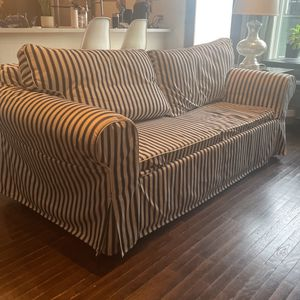 Cute Couch - Sofa Bed W/ Full Size Mattress for Sale in Los Angeles, CA