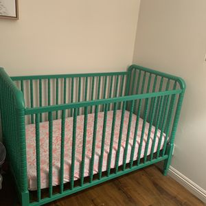 Crib/Toddler Bed+Mattress+Changing Table+Changing Pad+Several Crib Sheets for Sale in Inglewood, CA