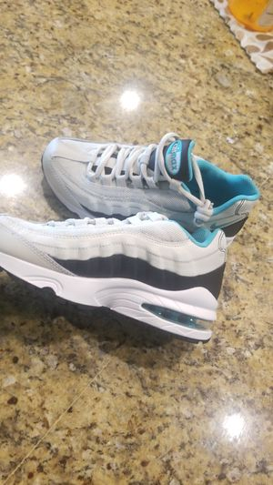 Nike airmax size 3.5y for Sale in Clovis, CA