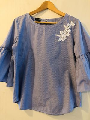 VAN HEUSEN Striped Floral Accent Top for Sale in Long Beach, CA