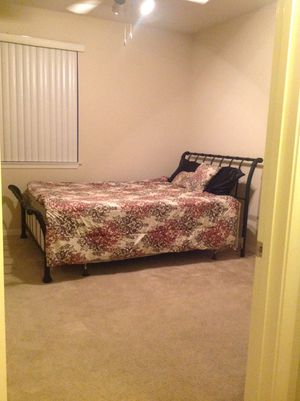 Queen size bed with box and mattress for Sale in Spring Valley, CA