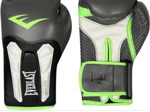 Boxing Gloves 16 oz for Sale in Baltimore, MD