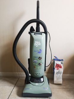 Dirtdevil vacuum and shark steam mop for Sale in Kissimmee,  FL
