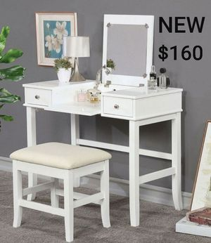 Vanity Set with Pull Up Mirror in White for Sale in Ontario, CA