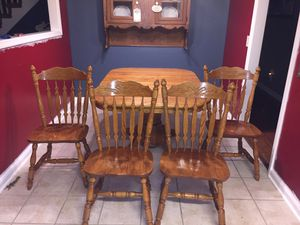 Dining Room table and 4 chairs w/ extension leaf for Sale in Murfreesboro, TN