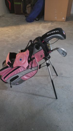 Kids golf clubs and bag for Sale in Detroit, MI