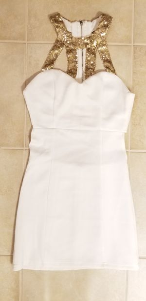 TOBI WHITE DRESS for Sale in Tacoma, WA