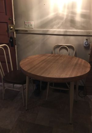 Round dinning kitchen table with 3-4 chairs for Sale in Seattle, WA