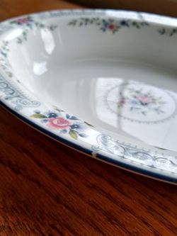 Rosedale, Wedgwood, Bone China, 6 Dinner Plates, 4 Salad Plates, Oval Dish for Sale in Woodinville,  WA