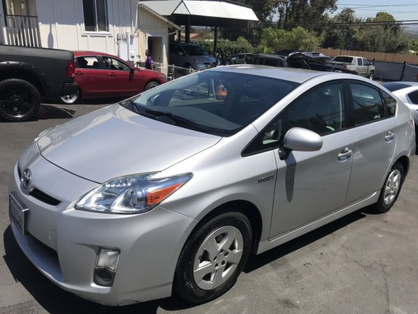 Toyota Pirus 2010 clean title 170000 mile Navigation leather