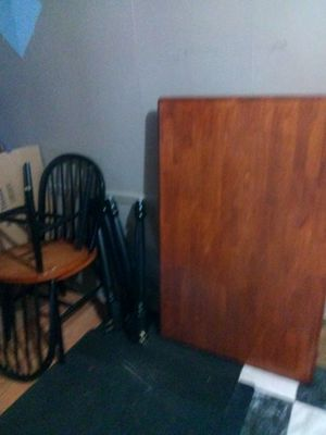 table & chairs taking offers for Sale in Fort Wayne, IN