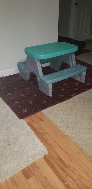 Mesa para niños casi nuebo for Sale in Woodbridge, VA