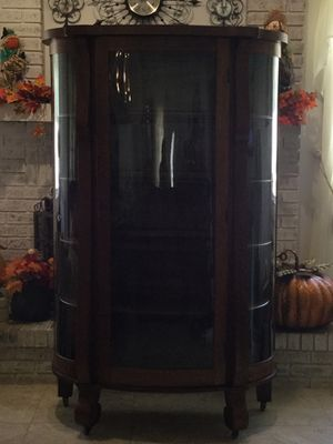ANTIQUE TRIPLE BOWED GLASS CHINA CABINET for Sale in Ocoee, FL