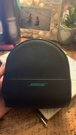 Bose Wireless Headphone (comes with charger and headphone cord) for Sale in Glen Allen, VA
