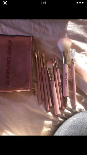 Juicy couture makeup brush set for Sale in Lakewood, CA