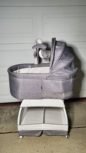 Bliss Baby Bassinet for Sale in Buena Park, CA