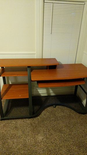 Desk - Good Condition. Just under 5 ft wide for Sale in Shelby Charter Township, MI