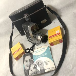 Bell And Howell Director Series Zoomatic 8mm Movie Camera Vintage Old Wind Lot for Sale in Avondale, AZ