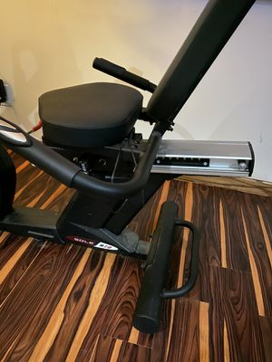 SOLE R72 RECUMBENT BIKE for Sale in St. Charles, IL