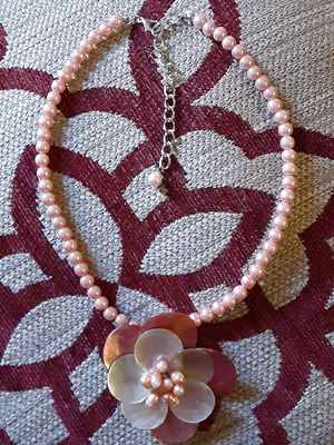 PINK FLOWER NECKLACE for Sale in Vacaville, CA