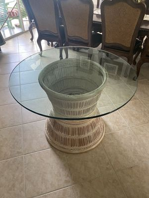 Round glass breakfast table with bamboo base for Sale in Pembroke Pines, FL