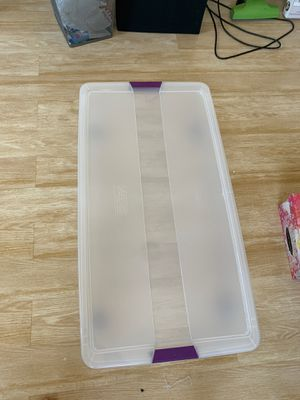 Under bed storage container w/ lid & wheels for Sale in Boca Raton, FL