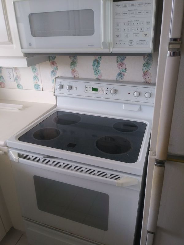 GE used white kitchen appliance suite cash and carry
