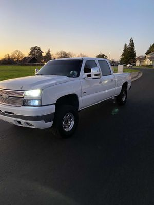 2005 Chevy Silverado 2500hd for Sale in Elk Grove, CA