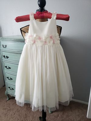 Beautiful Flower Girl Dresses in Ivory w/ Blush Pink Flower Petal and Bow in Back for Sale in Chandler, AZ